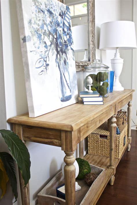 entry table decor  bees   pod