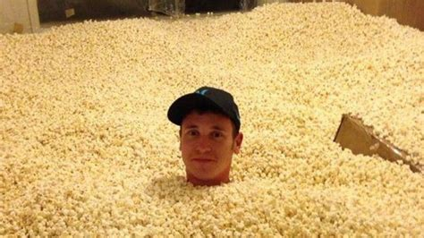 room of popcorn hammarica came here to eat popcorn and read the comments hammarica