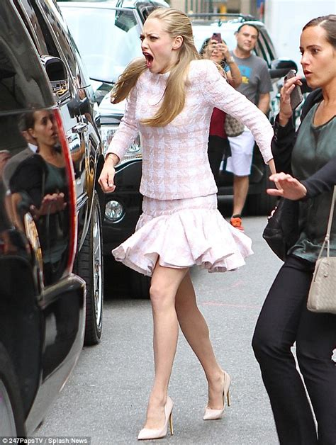 amanda seyfried how old is she amanda seyfried fails to mask her pain in front of fans as
