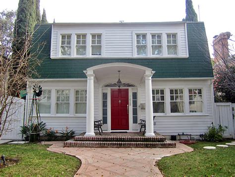 nightmare on elm street house 10 homes that had big roles in scary movies cbs news