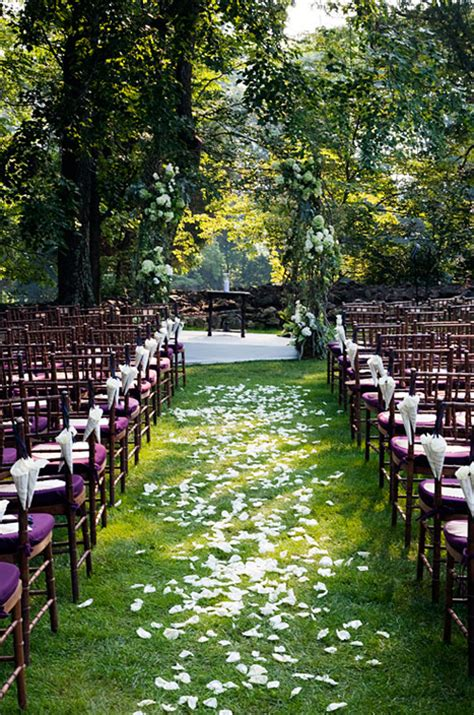 Wedding Aisle With Petals by Petal Aisle Styles And How To Calculate Petals Needed