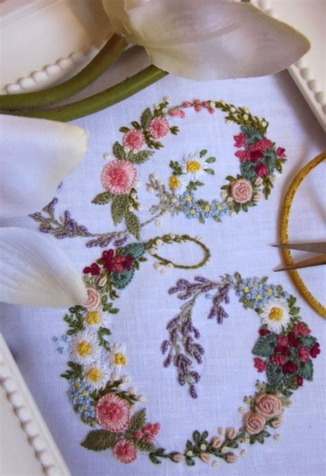 libro beautiful hands elisabetta ricami a mano embroidery beautiful initials and hand embroidery