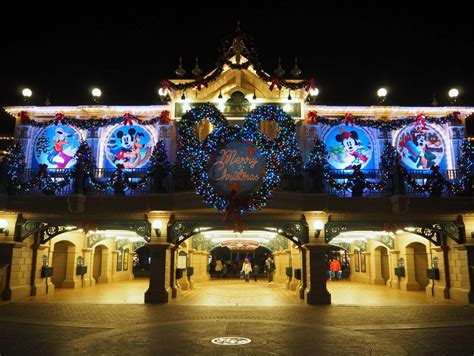 best 28 when does disneyland decorate for christmas