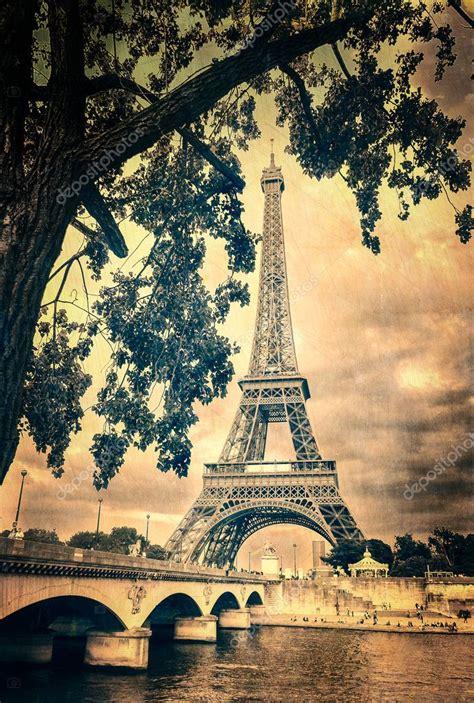 Imagenes Retro De La Torre Eiffel | eiffel tower monochrome vintage stock photo 11309168