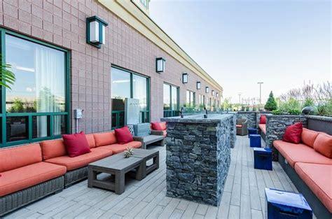 comfort inn and suites revere ma comfort inn suites boston logan international airport