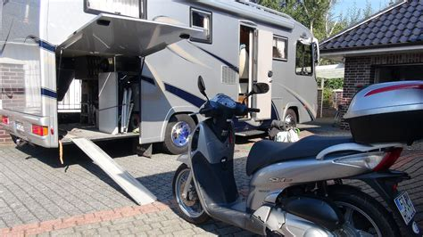 Motorrad Im Wohnwagen Forum by Motorroller Im Wohnmobil Youtube