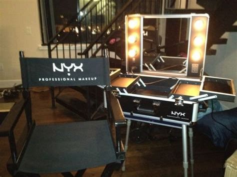 makeup train case with lights pin by mayra ponce malik on makeup pinterest