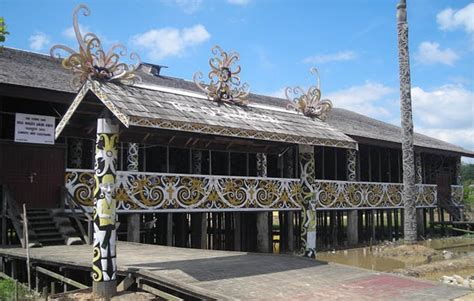 rumah adat kalimantan timur rumah lamin dan penjelasannya kisah asal usul