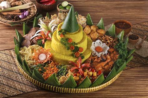 cara membuat nasi kuning lengkap dengan lauk pauknya okezone week end resep nasi tumpeng lengkap dengan aneka
