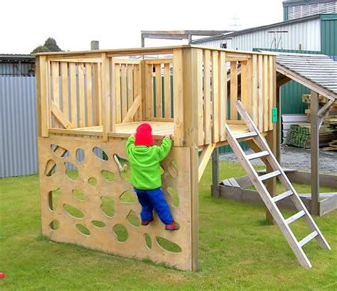 Creative Backyard Playground Ideas by 25 Best Ideas About Play Fort On Diy Tree