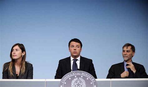 conferenza sta consiglio dei ministri oggi matteo renzi e boschi presentano l abolizione
