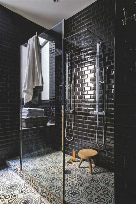 Impressionnant Beau Carrelage Salle De Bain #1: Carrelage-ancien-carreaux-muraux-noirs-et-sol-en-carreaux-d%C3%A9coratifs.jpg