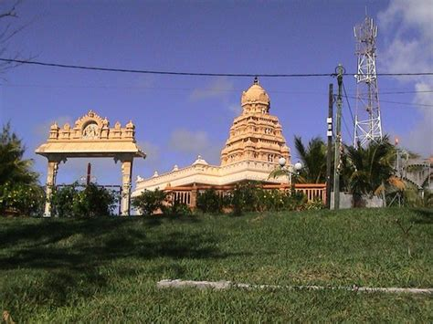 mauritius attractions tempel in der n 228 he vom flughafen picture of mauritius