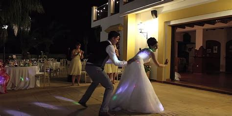 Best Wedding Dance Ever? Hollie & Dave Smith's First Dance