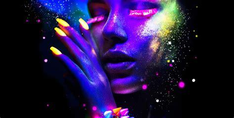 Malam Glowing menikmati pesta glow in the dark di aston sentul