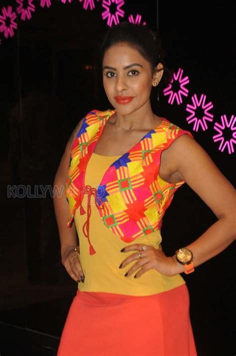 telugu item photos telugu item dancer sri reddy photos 18 514215 actress