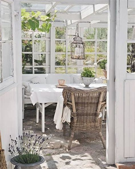 veranda shabby chic suggestioni in bianco per la colazione shabby chic