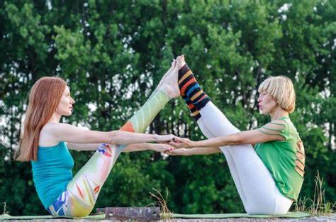 Imagenes De Yoga Para Dos | posturas de yoga para dos 161 con fotos uncomo