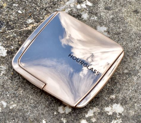 hourglass diffused bronze hourglass ambient lighting bronzer diffused bronze light