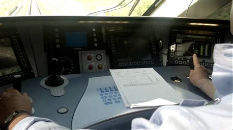 cabina di comando nave viaggio a 300 km h nella cabina di guida di ntv italo