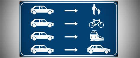 eindeloze omwentelingen auto s fietsers en openbaar