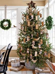 tree decoration 30 traditional and unusual christmas tree d 233 cor ideas digsdigs