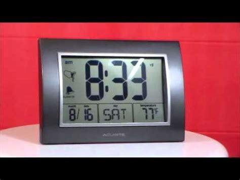 acurite 75065a2 large display atomic alarm clock w calendar indoor temperature display