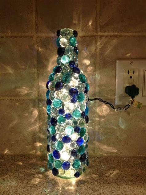 video como decorar garrafas de vidro como decorar garrafas de vidro artesanato passo a passo