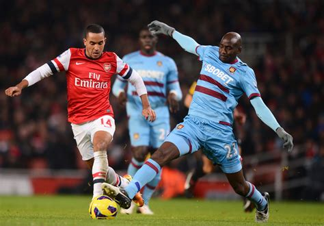 arsenal west ham theo walcott and alou diarra photos photos zimbio