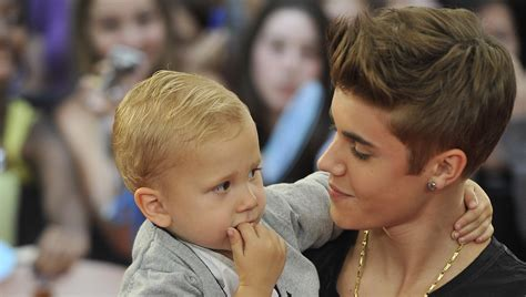 justin bieber father biography justin bieber wants to be a dad and practice with kylie