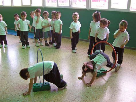 imagenes niños haciendo educacion fisica actividad f 237 sica en edad preescolar ejercicios en el p 225 rvulo