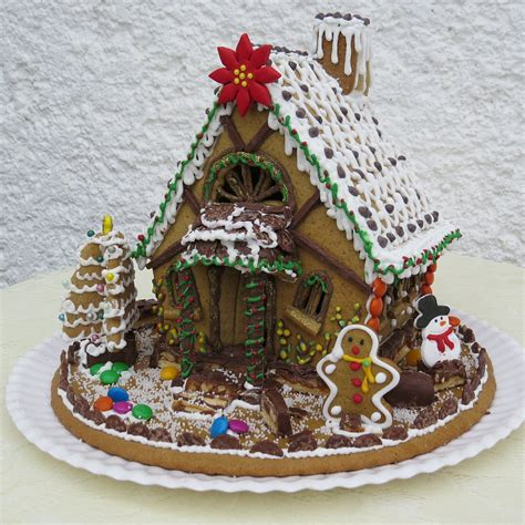 creative gingerbread houses creative diy candy decorations and gingerbread houses to make this holiday season