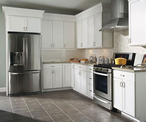 Easy Way To Clean Kitchen Cabinets The Purestyle Finish On These Brellin White Laminate Kitchen Cabinets Creates A Look That Is