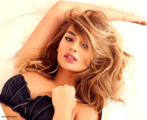 how to cut your hair like a victoria secret model max made 187 get the look angle bed hair modern marilyn