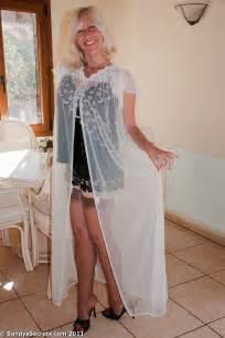 Mature lovers sandy secrets en corset et porte jarretelle