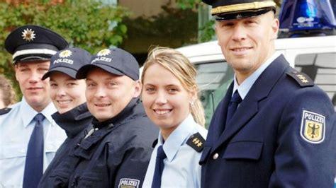 Bewerbung Ausbildung Polizei Sachsen Anhalt Die Bundespolizei Tr 228 Gt K 252 Nftig Blaue Uniformen Berlin