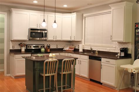 Painting Your Kitchen Cabinets by Paint Kitchen Cabinets Designs Worth To Try At Best Home
