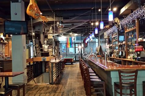 top sports bars nyc best sports bars in nyc to watch a game with some beer and