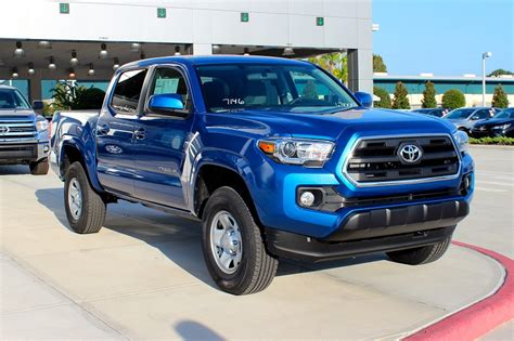 nissan tacoma decide between the 2016 toyota tacoma and nissan frontier