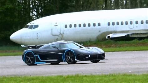 koenigsegg teal koenigsegg one1 top speed run 225 mph flyby