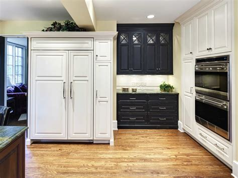 shaker cabinet crown molding shaker cabinets with crown molding 24897 furniture ideas