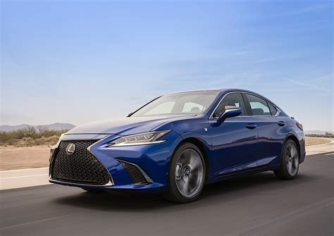 lexus es 2019 lexus es breaks cover in beijing autoevolution