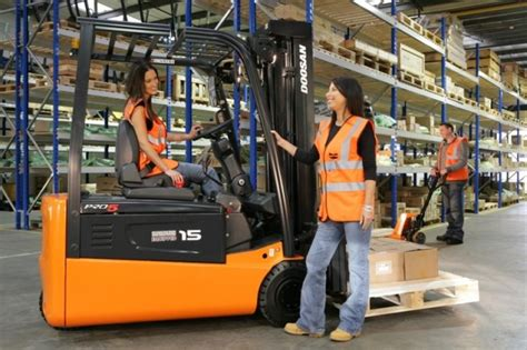Forklift Mechanic by Forklift Repair Hawaii Mobile Mechanic Service