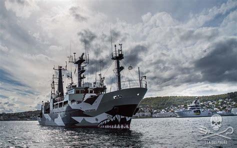 pt boat one owe nine lost sam simon alongside the norwegian coast guard vessel