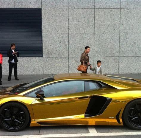 Goldener Lamborghini by Chanel Co Luxusmarken Werden Selbst Den Reichsten Zu