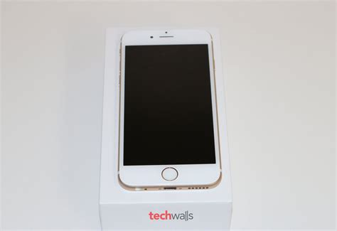 apple iphone  gold  mobile review