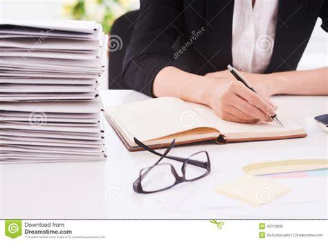 lavoro d ufficio fare il lavoro d ufficio immagine stock immagine di note