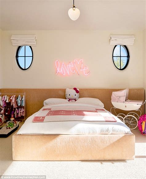 kourtney kardashian bedroom kourtney kardashian shares photo of daughter s bedroom