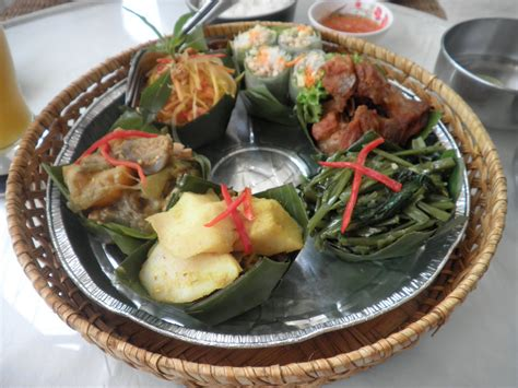 khmer cuisine circles around the cambodian cuisine
