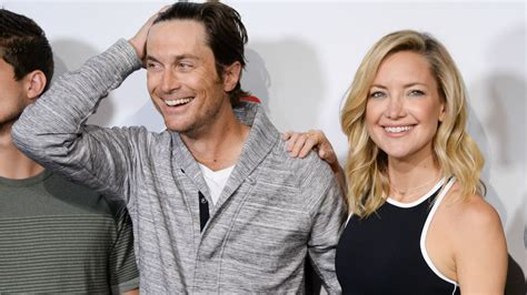 oliver hudson mother kate hudson and oliver hudson s dad disowns them quot dead to
